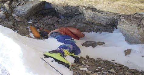 """""""Green Boots"""" Man who perished on Mt"""