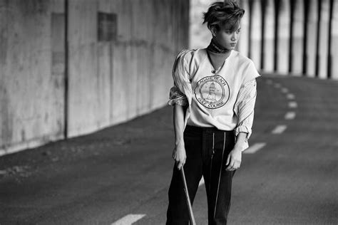 """EXO release individual """"Love Me Right"""" teaser photos   SBS"""